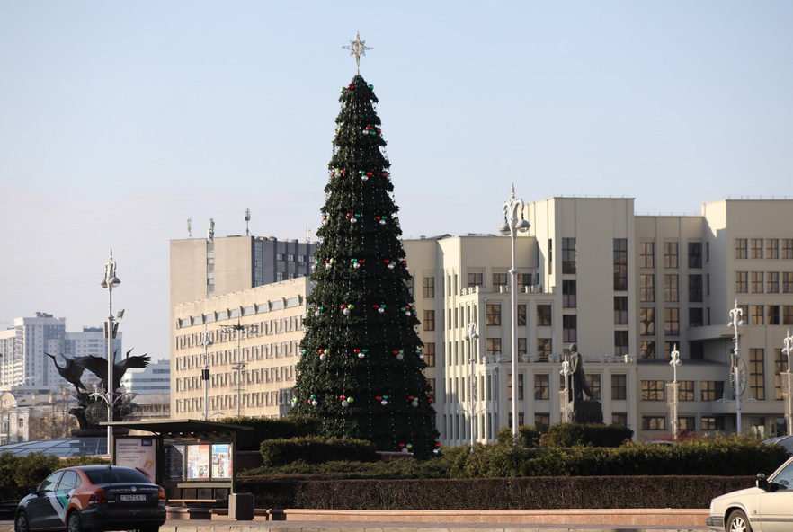 Новогодняя елка на площади Независимости в Минске. Фото: Минск-Новости