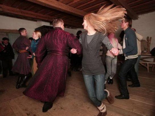 Танцы и забавы