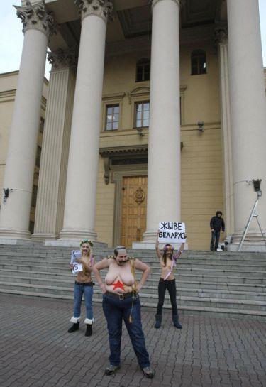 20111219-2_femen