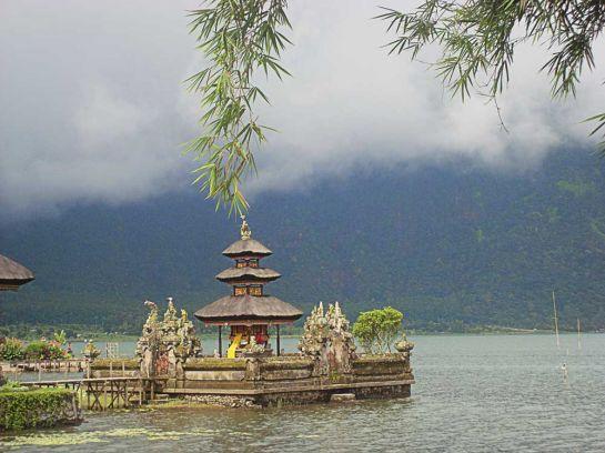 Храмовый комплекс на озере Братан_1
