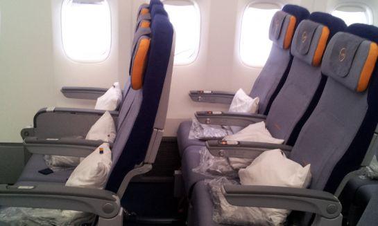 Эконом-класс в самом самолете- пледы и подушки для каждого