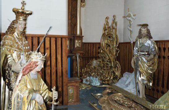 Алтарные скульптуры костела в Волпе
