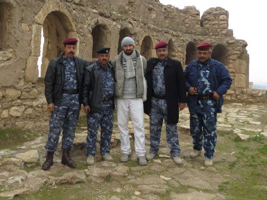 9. Офицер Абдал Хамед (крайний слева) разрешил пропустить меня на территорию генерального штаба иракской армии и провел экскурсию