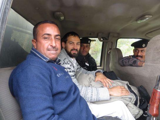 16. Солдаты конвоировали меня из Мосула в Дахук. На снимках видны автоматы, которые в последние дни я, к сожалению, видел слишком часто