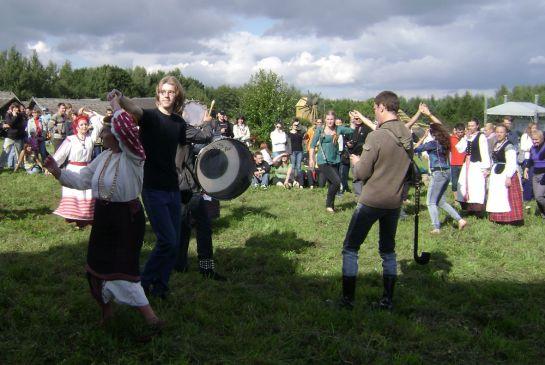 Танцы на траве_2