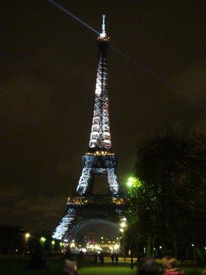Главная елка Парижа – Эйфелева башня