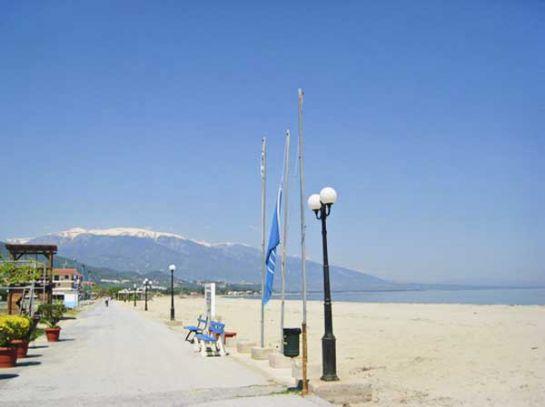 Пляжи Пиерии песчано-галечные. Большинство из них отмечено голубыми флагами ЕС_3