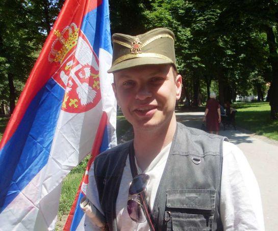 в шапке партизана-четника
