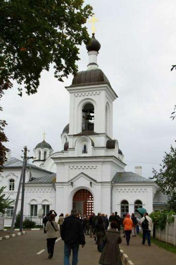 22_у входа в Спасо-Ефросиньевский монастырь_2