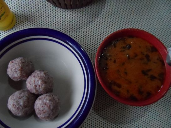 рисовые шарики и арахисовый суп