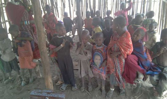 Дети-в-деревне-племени-масаи,-Танзания
