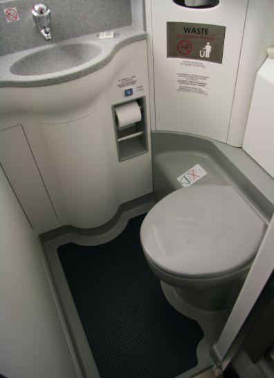 Туалет в салоне