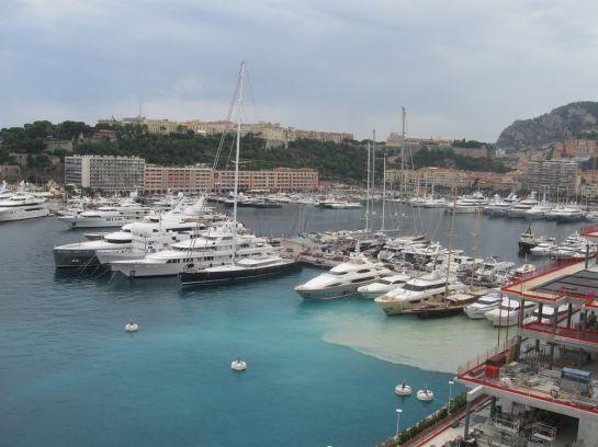 Говорят, самое сложное в Монте-Карло – припарковать не машину (ее мы оставили на самой большой подземельной парковке), а найти местечко для своей яхты.