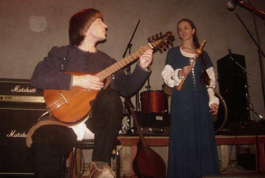 Лютнист-Илья-Кублицкий-и-флейтистка-Мария-Шарий,-Стары-Ольса