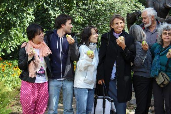 Яблоки в саду Дома-музея Шагала-1